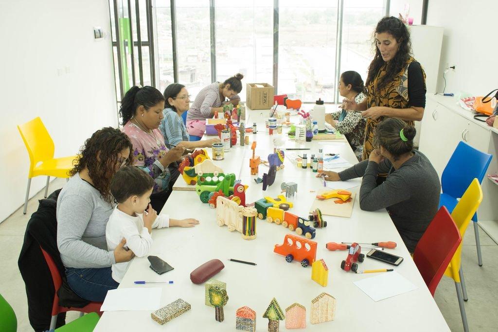 Taller de construcción de juguetes en la Escuela de Trabajo de Barranquitas (Iturraspe y Estrada). <strong>Foto:</strong> Gentileza Cultura Municipalidad
