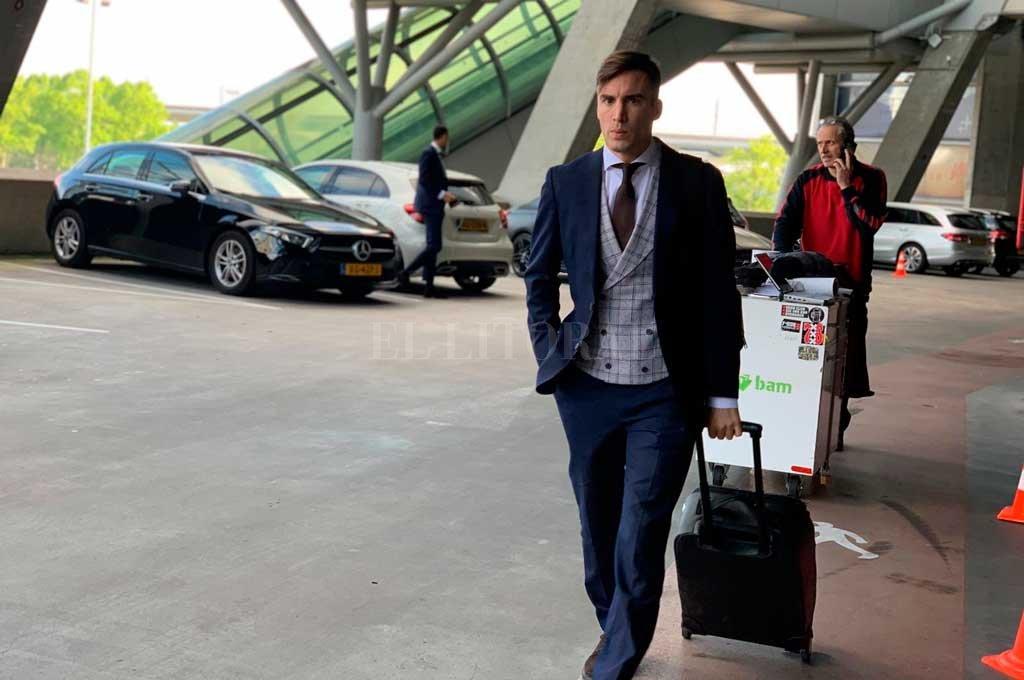 Nicolás Tagliafico, jugador del Ajax, ya está con su equipo en Inglaterra <strong>Foto:</strong> Twitter Ajax