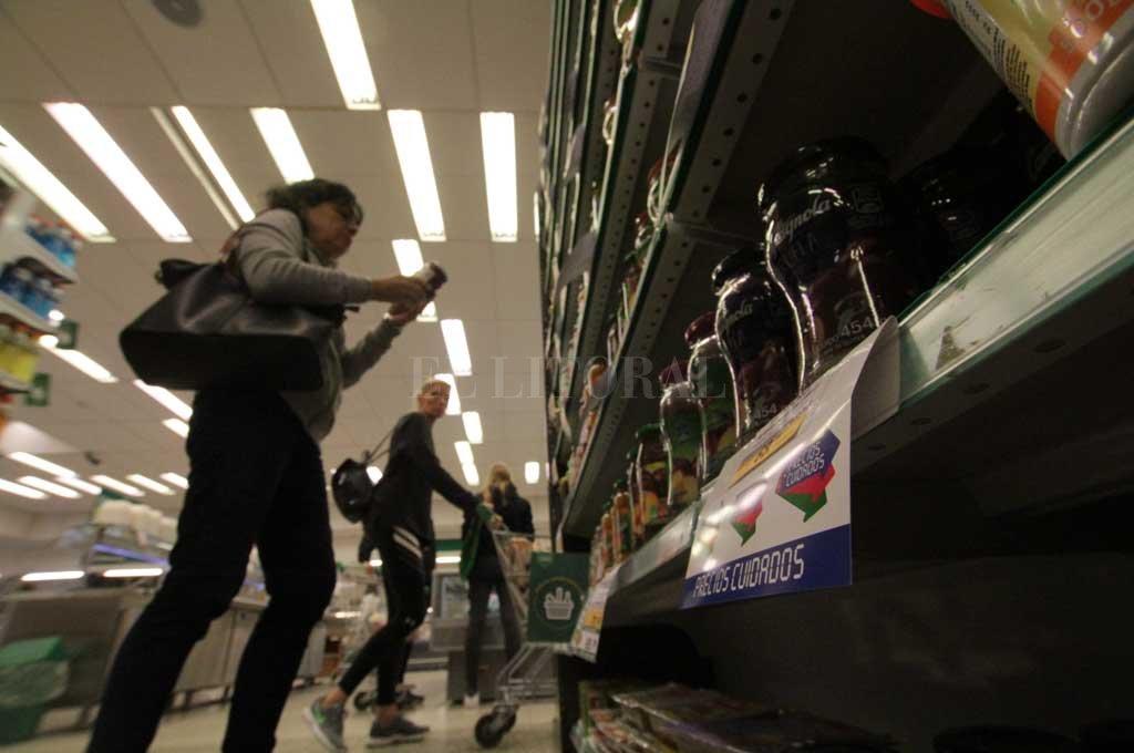 Un conocido supermercado local y un frigorífico implementaron los respectivos programas lanzados por el gobierno nacional. <strong>Foto:</strong> Mauricio Garín
