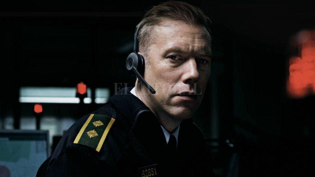 """""""La culpa"""": un ex oficial llamado Asger Holm (Jakob Cedergren), asignado como operador del servicio de emergencias, recibe una llamada de una mujer que está siendo secuestrada. <strong>Foto:</strong> Gentileza Nordisk Film"""