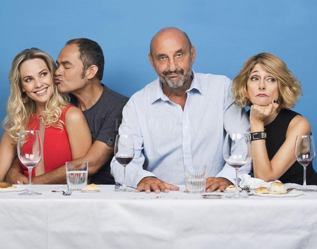 """Gabriel Goity y Carola Reyna componen a un matrimonio que invita a cenar a un amigo de toda la vida en """"Sin filtro"""". <strong>Foto:</strong> Gentileza milWatts"""