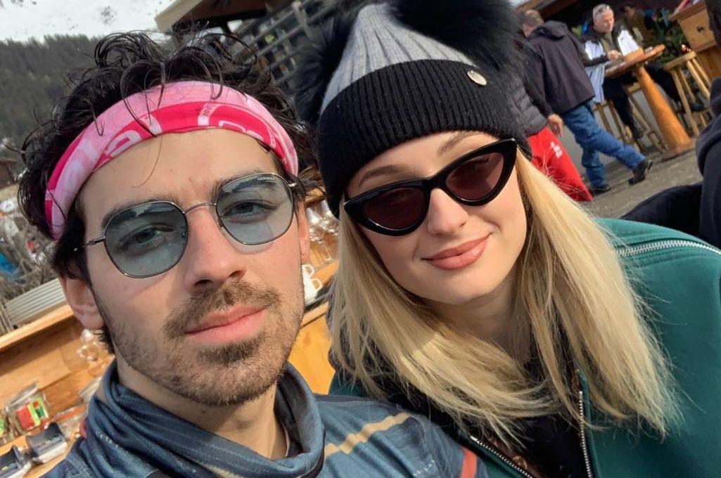 La actriz Sophie Turner y su actual pareja, el cantante Joe Jonas. Crédito: Internet