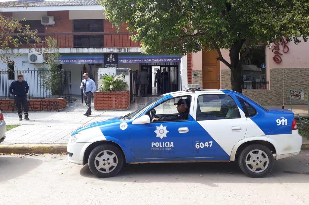 """La PDI allanó el sábado pasado una casa, de donde se secuestraron mesas de ruleta, fichas, armas y """"maquinitas"""" para apuestas. <strong>Foto:</strong> Agencia Reconquista"""