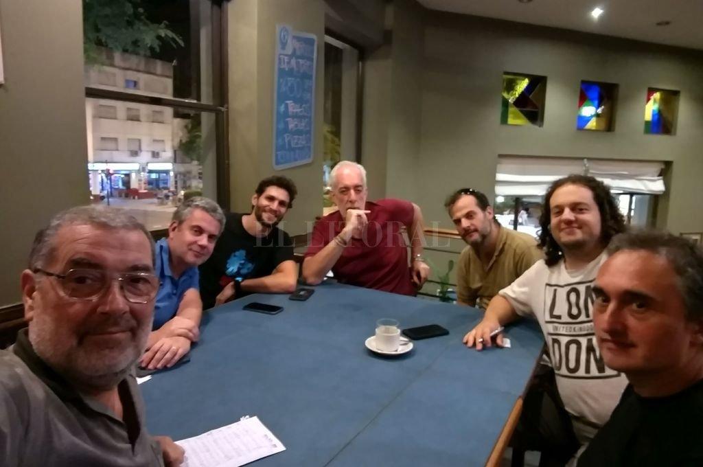 Los miembros santafesinos se reúnen cada martes en un restaurante de Rosario. Crédito: Gentileza Guillermo Verger