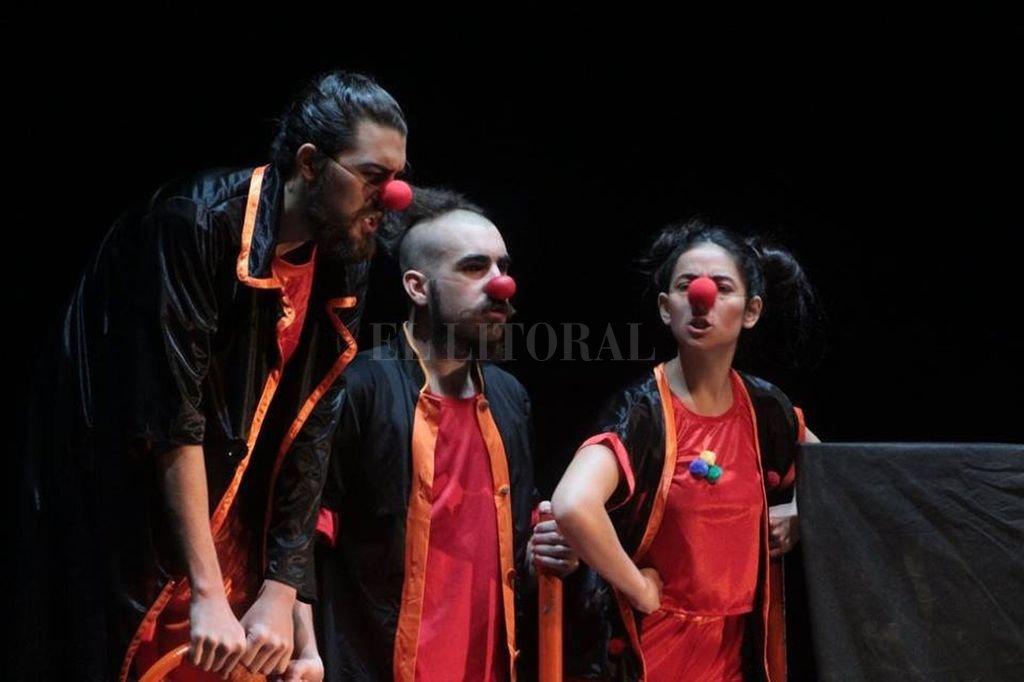 Basada en el espíritu del clown y con elementos del teatro callejero, el clown y el circo, la obra fue diagramada para poder realizarse en diversos ámbitos, incluso no convencionales. <strong>Foto:</strong> Gentileza producción