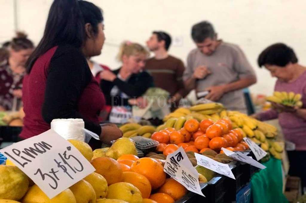 CONVOCANTE. Cada domingo, el Mercado de Colonia San José da la posibilidad a los vecinos de la región de adquirir productos a muy buen precio.  <strong>Foto:</strong> Gentileza Comuna