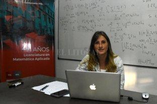 Una investigadora ideó un libro para enseñar matemáticas usando el fútbol