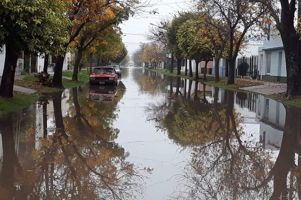 En San Jerónimo Norte. Las fuertes precipitaciones dejaron calles anegadas que con el correr de las horas se fueron despejando. <strong>Foto:</strong> Comuna de SJN