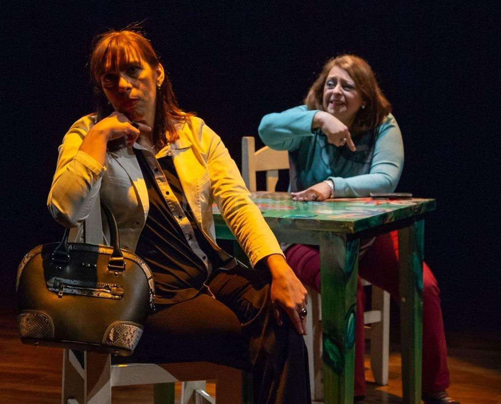 """""""Amigas"""" es un muy buen vehículo para disfrutar del trabajo de un joven dramaturgo y de dos actrices entrañables, que otorgan a sus personajes las necesarias dosis de rebeldía, de ternura y de comprensión.  <strong>Foto:</strong> Gentileza producción"""
