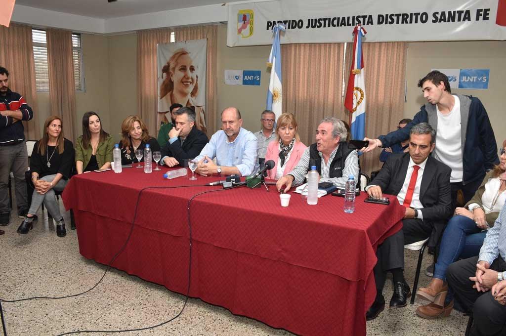 Perotti y Rodenas estuvieron junto a los candidatos a diputados, encabezados por Leandro Busatto. <strong>Foto:</strong> Guillermo Di Salvatore