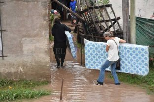 En Sauce Viejo y Rincón el agua de lluvia ingresó a los hogares