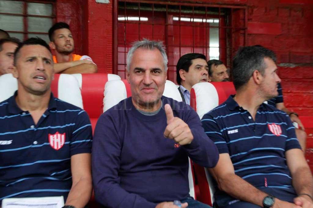 """Leo Madelón y parte de su cuerpo técnico (el """"Moncho"""" Ruiz y el profesor Mariano Lisanti). Han demostrado gran capacidad para manejar futbolísticamente al plantel en todo este tiempo. ¿Seguirán?, es la gran pregunta. Mauricio Garín"""