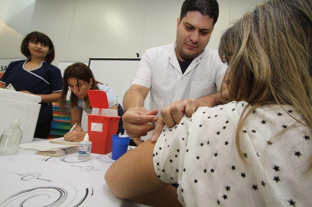 La vacuna contra la gripe protege de tres virus de influenza: el H1N1, H3N2 y de influenza B.  <strong>Foto:</strong> Mauricio Garín / Archivo El Litoral
