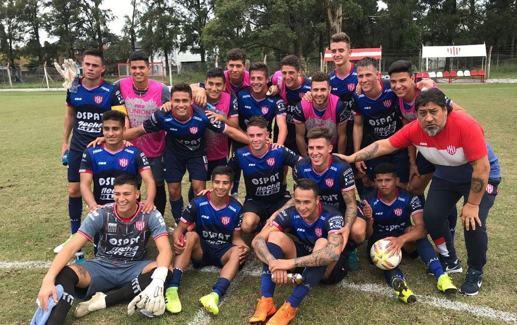 El festejo de los jugadores de Unión luego del categórico triunfo en reserva por 6 a 0 ante Argentinos Juniors, el fin de semana pasado. <strong>Foto:</strong> Gentileza Unión