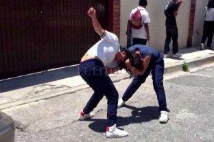 Cuatro alumnas que se pelearon deberán preparar y servir la merienda escolar