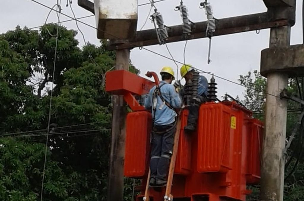 Los trabajos de los operarios de la EPE serán en distintos horarios para los sectores afectados.  <strong>Foto:</strong> Archivo El Litoral