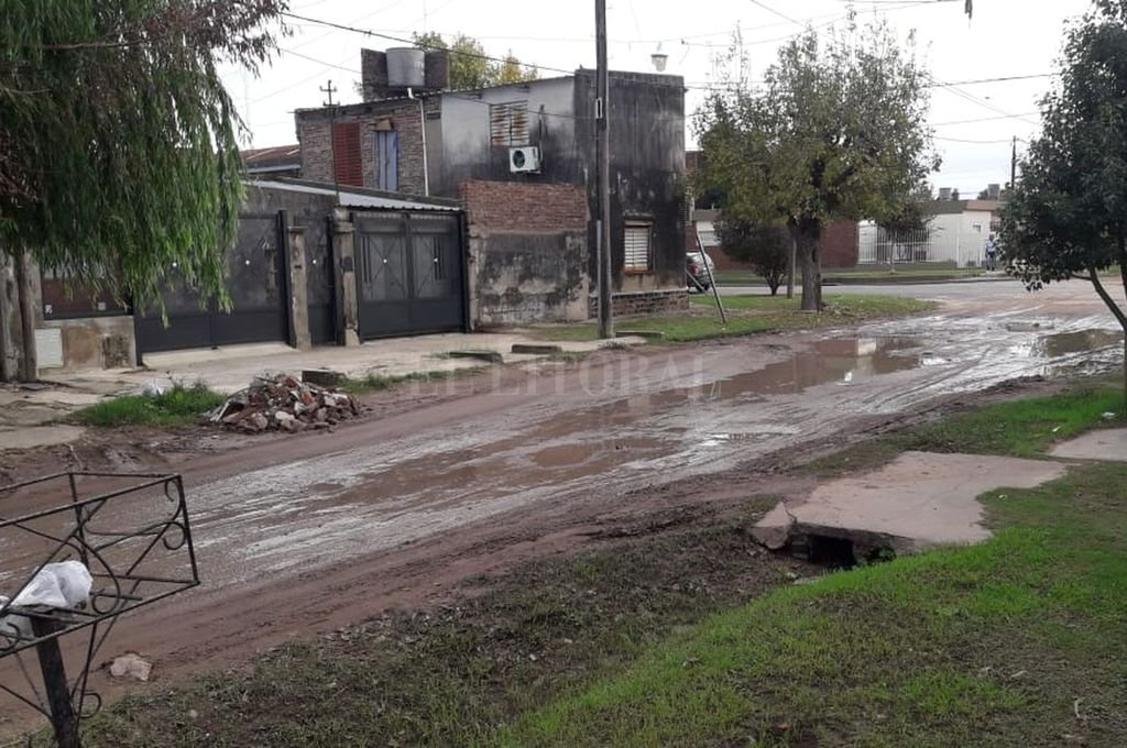 La superficie plana y embarrada. Una imagen que se repite desde hace mucho tiempo.  <strong>Foto:</strong> Periodismo Ciudadano