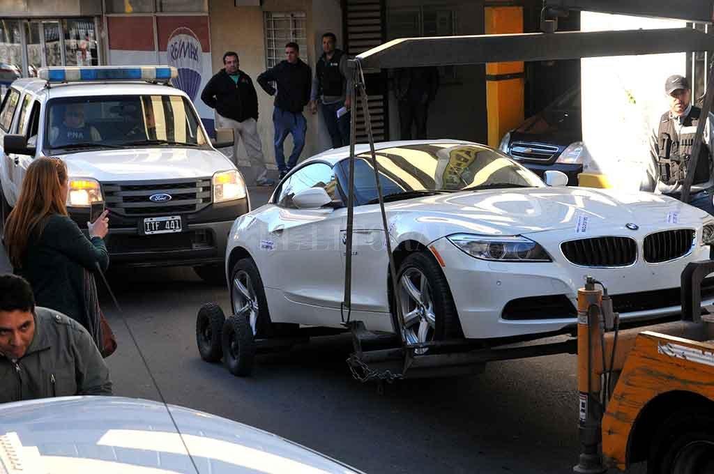 Un símbolo del narcolavado fue la aparición de la cupé BMW Z-4 que fuera del Fantasma Paz (narco asesinado en Rosario), en poder del Zurdo Villarroel y cuya venta estaba a cargo de Lescano. <strong>Foto:</strong> Luis Cetraro
