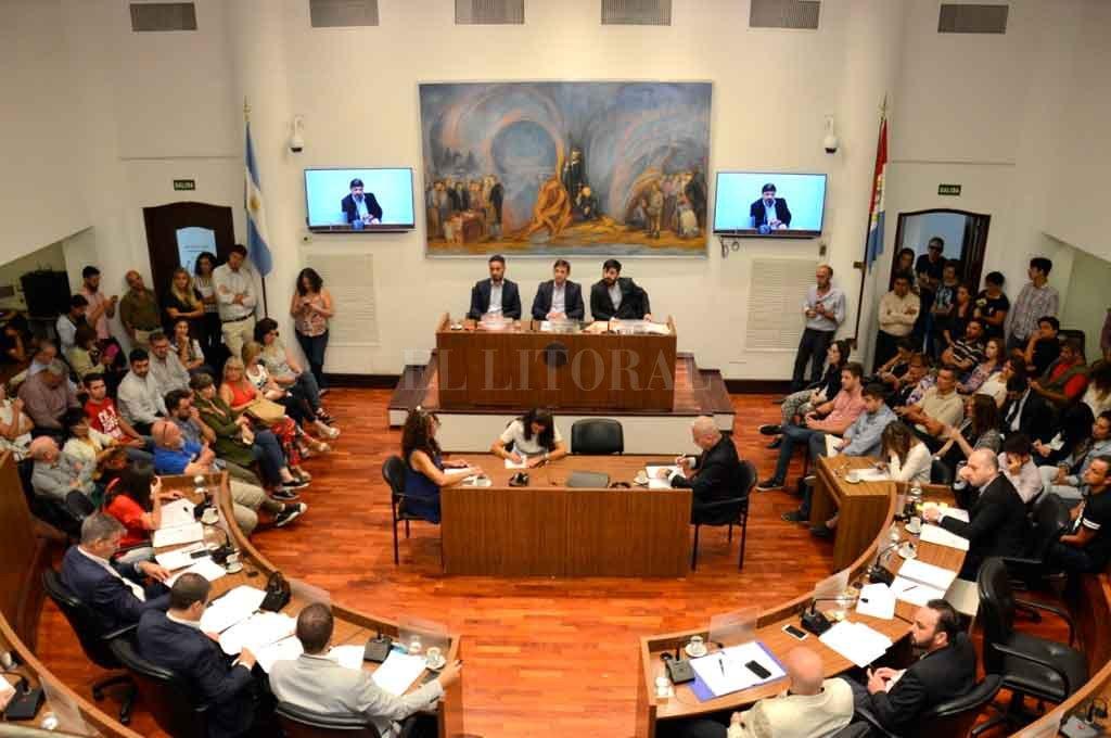 Concejo: se aprobó una regulación para la actividad de los cuidacoches -  -