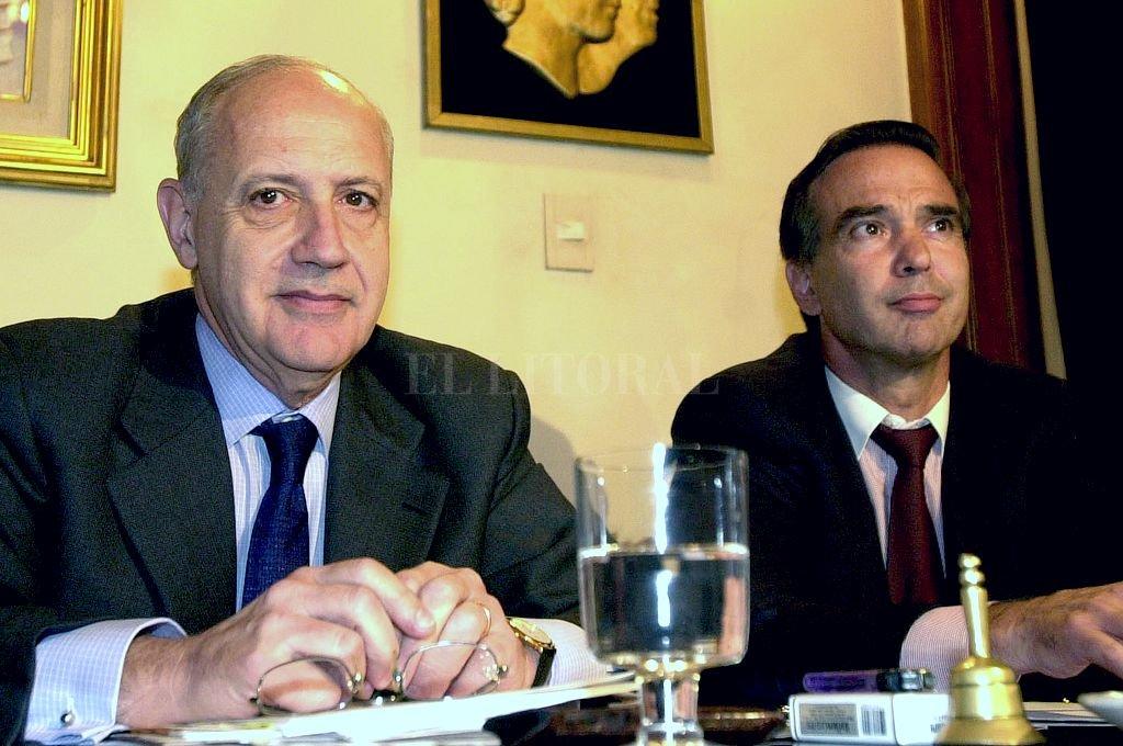 Más jóvenes. La foto corresponde a una reunión entre el entonces ministro de Economía (Lavagna) con senadores nacionales del PJ (entre ellos Pichetto). Fue en febrero de 2003. Crédito: Archivo El Litoral