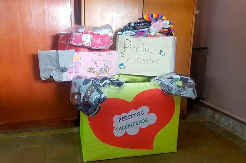 Más de 500 pares. En pocos días lograron reunir ese número de medias en la escuela santotomesina.  <strong>Foto:</strong> Gentileza.