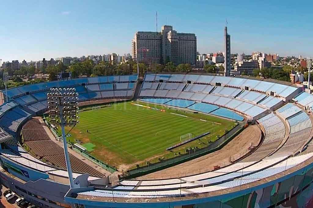 Si bien no está definido, hay muchas chances de que el partido se juegue en el mítico estadio Centenario. La alternativa es el estadio Luis Franzini, donde ya jugó ante el Santos. <strong>Foto:</strong> Gentileza.