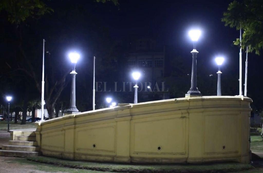 En la plaza España se colocaron 40 lámparas led.  <strong>Foto:</strong> Gentileza