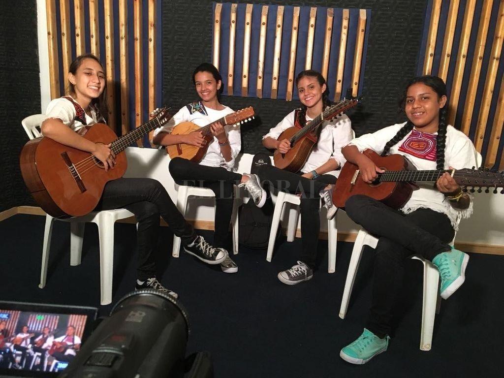 El grupo está integrado por Valentina Zuleta y Danna Ortega en las bandolas, Andrea Delgado en el tiple y Catalina Amortegui en la guitarra. <strong>Foto:</strong> Gentileza producción