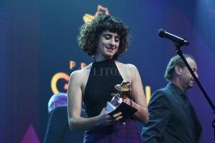 Marilina Bertoldi ganó el Oro - La artista celebrando el premio, luego de convertirse en emblema de una reividicación por más espacios para las artistas -