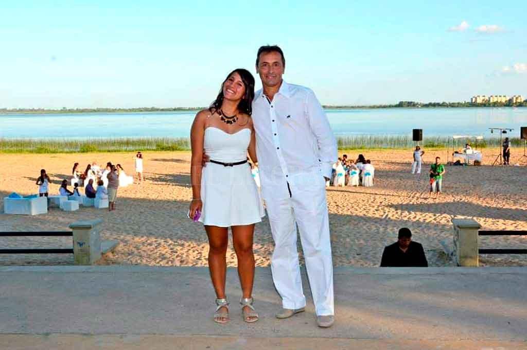 Cecilia Iglesias junto a su padre en una imagen familiar. <strong>Foto:</strong> Gentileza.