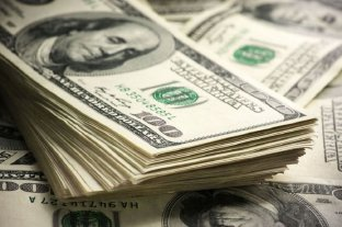 El dólar cayó 38 centavos y quedó apenas arriba de los $ 46 -  -