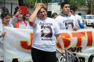 """""""Me voy con las manos vacías, sin mi hija y sin justicia justa"""" - La mamá de Antonella Olmedo durante una de las marchas realizadas pidiendo justicia por la muerte de su hija."""