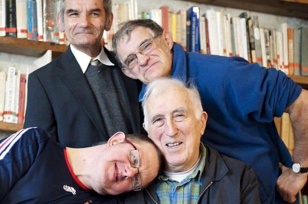 Jean Vanier descubrió que los deficientes tienen sus propias ideas sobre la vida en común. Y que no siempre coinciden con las de quien quiere ayudarlos. <strong>Foto:</strong> Captura de Internet