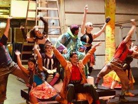 Del país de las maravillas a la jungla adolescente - El elenco de actores, cantantes y bailarines está integrado por santafesinos que llevan varios meses de trabajo sostenido. -