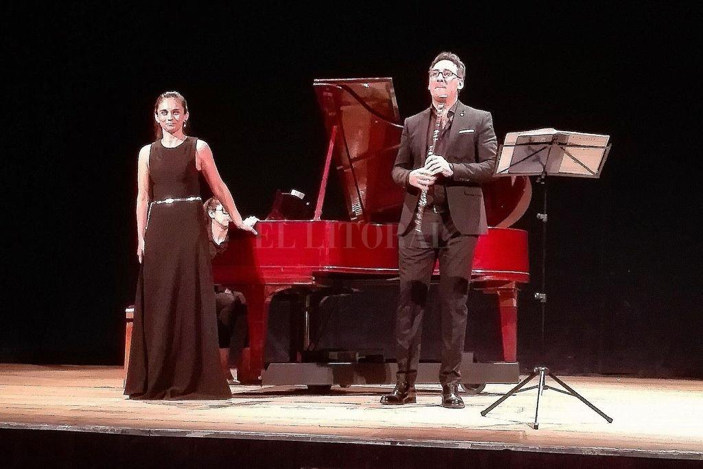 El flautista José Cristian Garreffa y la pianista Lucrecia Mauro abordaron un programa que fue del barroco al romanticismo y el neoclasicismo. Crédito: LS