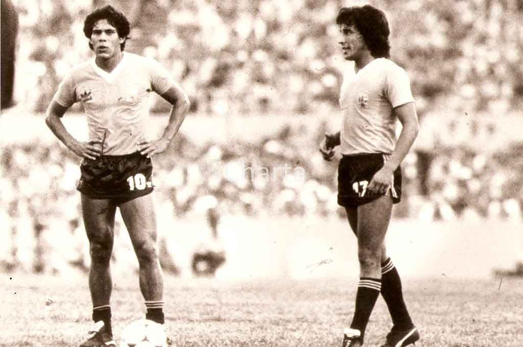 Waldemar Victorino, de perfil, junto a otro inolvidable uruguayo: Rubén Paz. La foto corresponde al Mundialito de Uruguay. Crédito: Archivo El Litoral