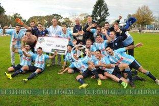 Argentino consiguió un empate agónico y se quedó con la serie en los penales - Argentino festejó en el clásico de San Carlos. -