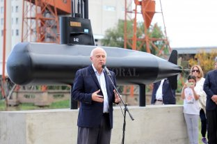 Los 44 tripulantes del ARA San Juan tienen su homenaje en el Puerto de Santa Fe - El gobernador presidió el acto del homenaje en el puerto santafesino. -