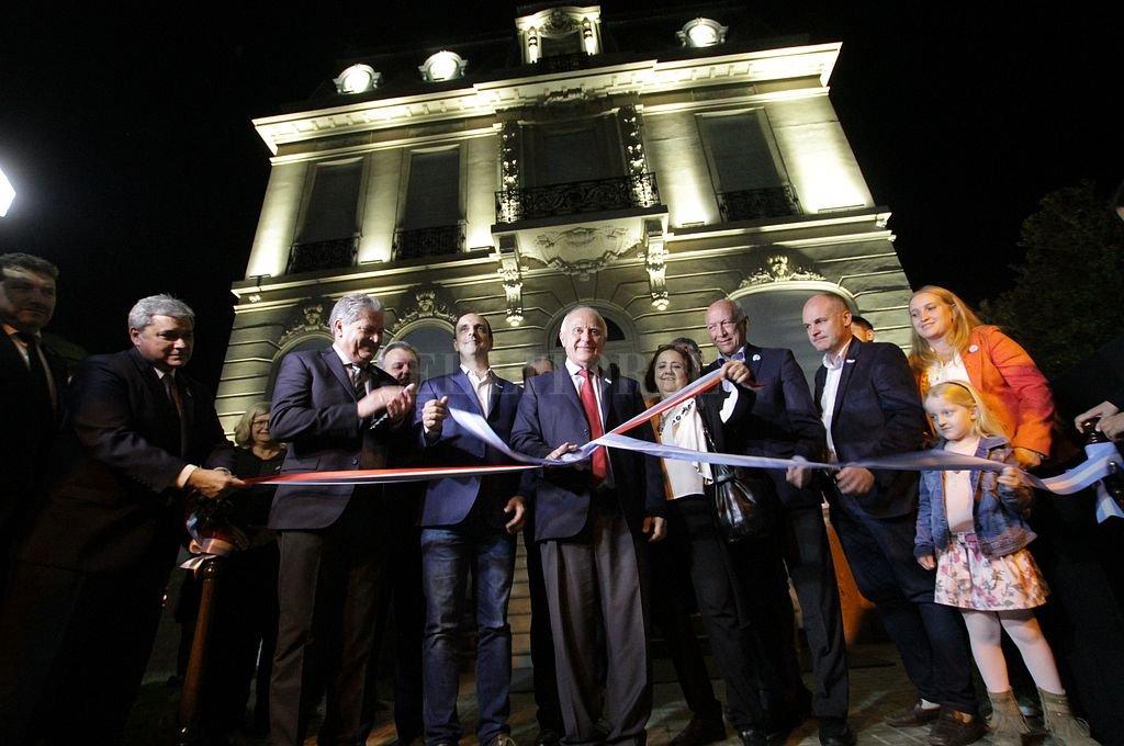 El gobernador encabezó el acto de inauguración de las remodelaciones de la Casa de la Cultura. <strong>Foto:</strong> Mauricio Garín