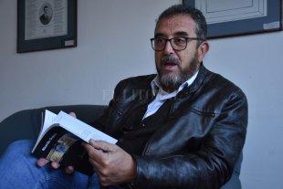 Misteriosa Santa Fe - Docente, abogado y escritor, Ricardo Dupuy tiene en su haber varias publicaciones especializadas, pero también indagó en la poesía, el cuento y la novela. Su nuevo trabajo fue publicado por Toda Ediciones. -