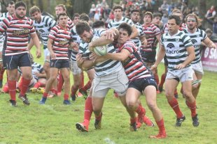 En el kick-off, prevalecieron los rosarinos  - Jockey Club de Rosario le ganó de manera inobjetable a Santa Fe Rugby Club, tras un trámite que repartió defectos y virtudes, en cantidades muy similares. -