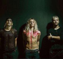 Una familia en crecimiento - Patricio, Guido y Gastón, hermanos de sangre unidos por la música. -