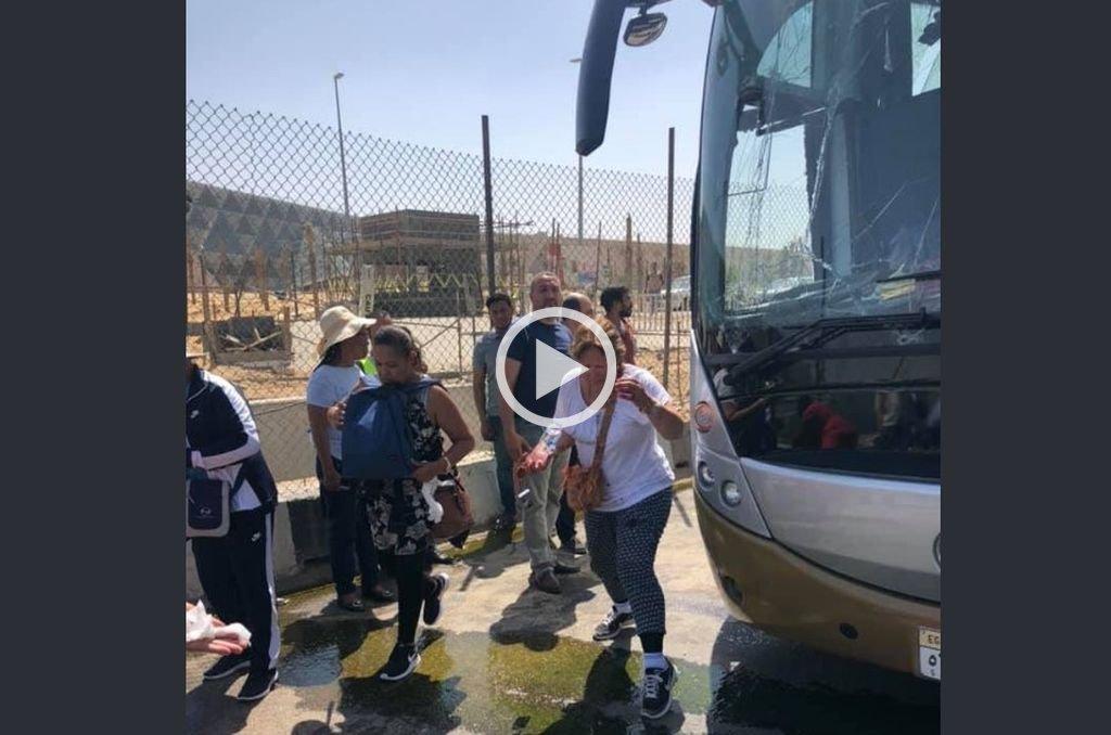 Atacaron a un colectivo de turistas cerca de las pirámides de Egipto