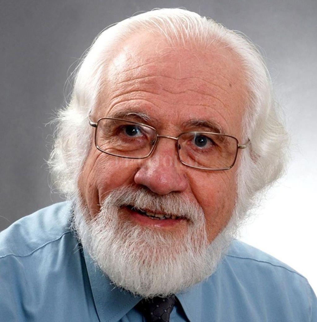 Anselmo Miguel Molinas nació en 1945 en Santa Fe, donde reside actualmente. Es integrante del Grupo de creación literaria La Puerta Verde, coordinado por la profesora María Clara Gaziano. <strong>Foto:</strong> Gentileza organizadores