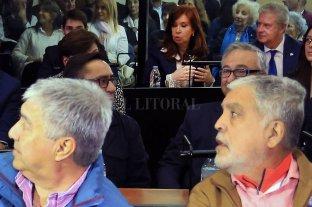 Cuáles son los puntos centrales de la acusación contra Cristina Fernández - En el banquillo de los acusados Lázaro Báez y Aníbal Fernández. Atrás, Cristina Fernández.