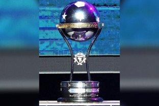 Para jugar la Libertadores y la Sudamericana los equipos deberán ser de Primera división -  -