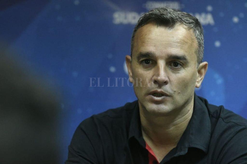 """Pablo Lavallén: """"Más allá de ser visitante, la actitud de local la tuvo Colón"""""""