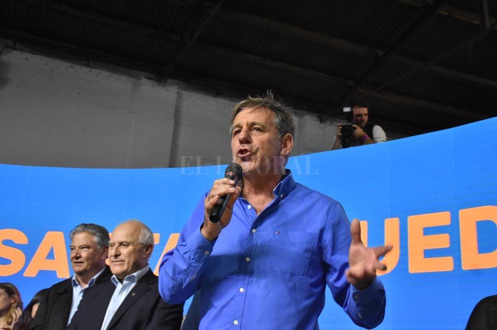 """Camino a la intendencia, Emilio Jatón firmó su """"compromiso"""" para la ciudad"""