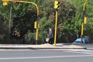 Ruta N° 1: dos ofertas para nuevos cruces peatonales y semaforización - El acto tuvo lugar en las oficinas de la DPV. Los trabajos se realizarán desde el comienzo de esa ruta provincia hasta su kilómetro 6. Buscan mejorar la transitabilidad vial de los vecinos. -