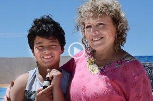 Revocan la autorización para que una madre cultive cannabis para su hijo con síndrome de Tourette - Julia Macarena Navarro y su hijo Joaquín. -